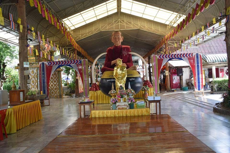 Entrance of the Wat Phra Non Chaksri