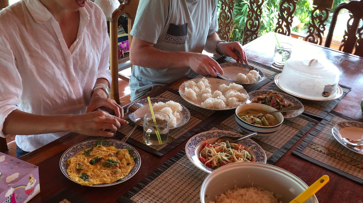You can cook and eat in Thai style