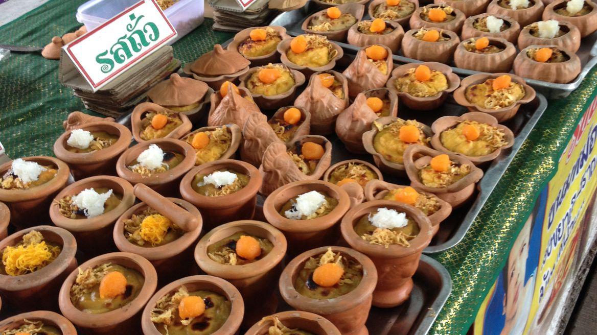 Local snack at the Bang Namphueng Market