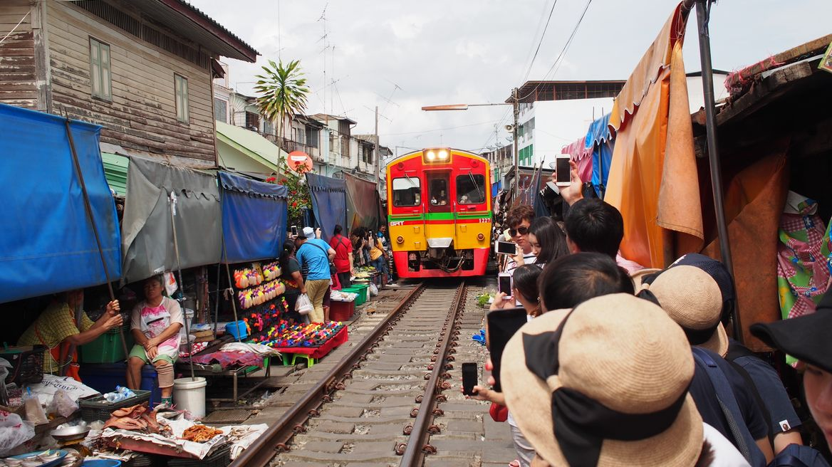 RomHub Train market