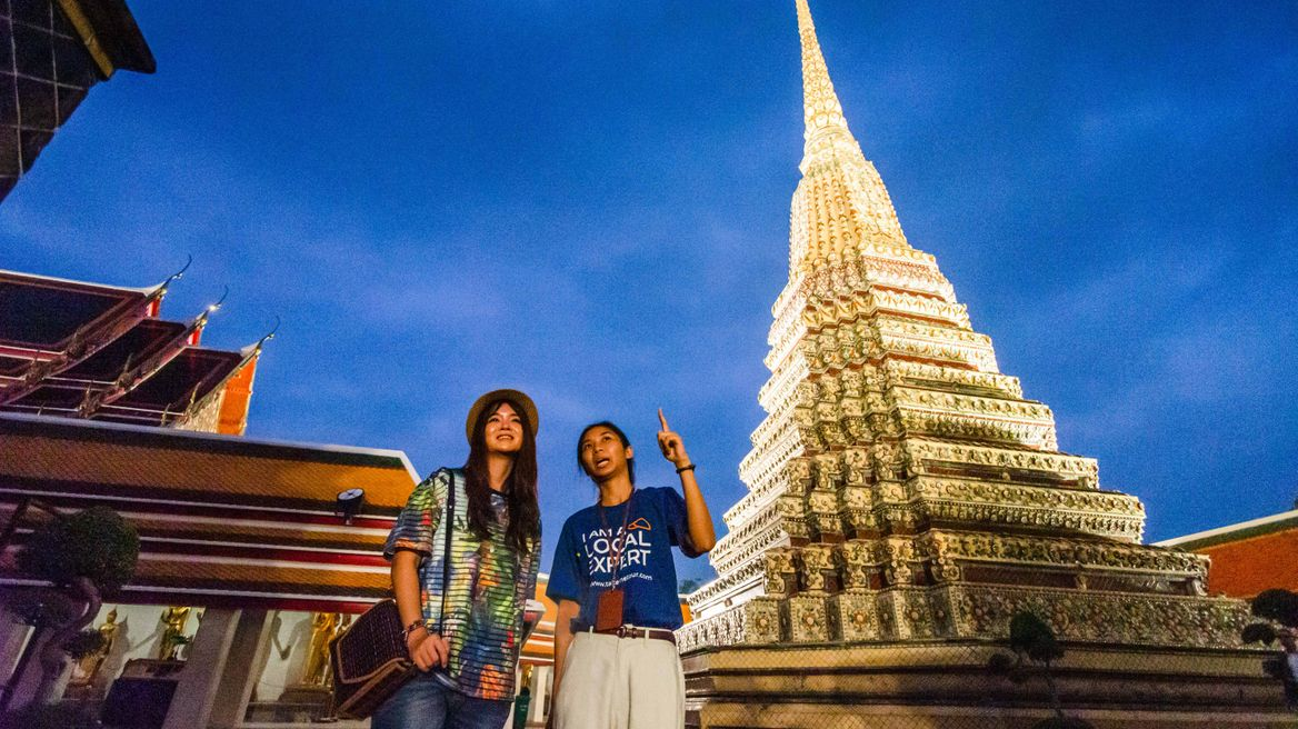 It's the best time to see how beautiful Wat Pho at night is
