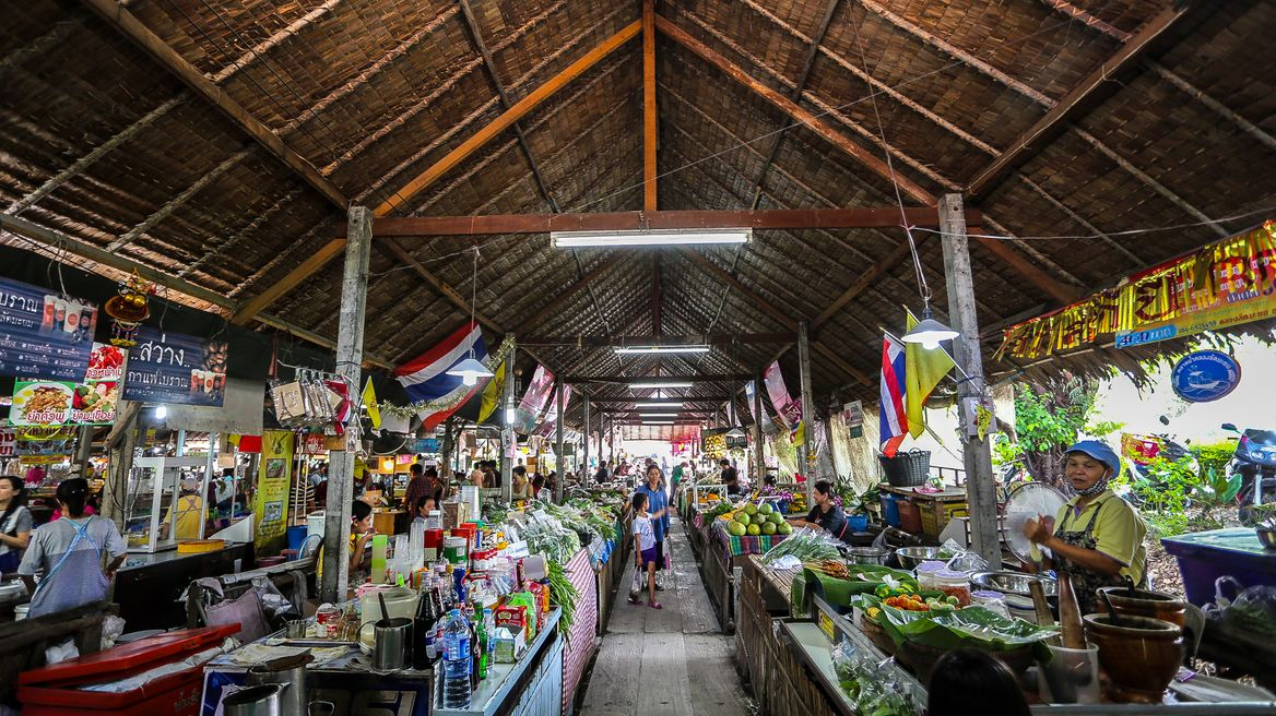 Market where you can find many delicious food