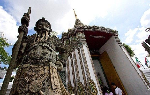 Giant Gardian at Wat Pho