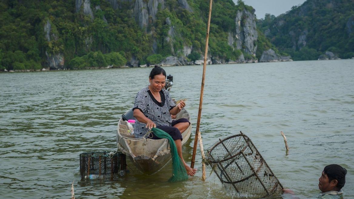 ชมการจับปลาพื้นบ้าน