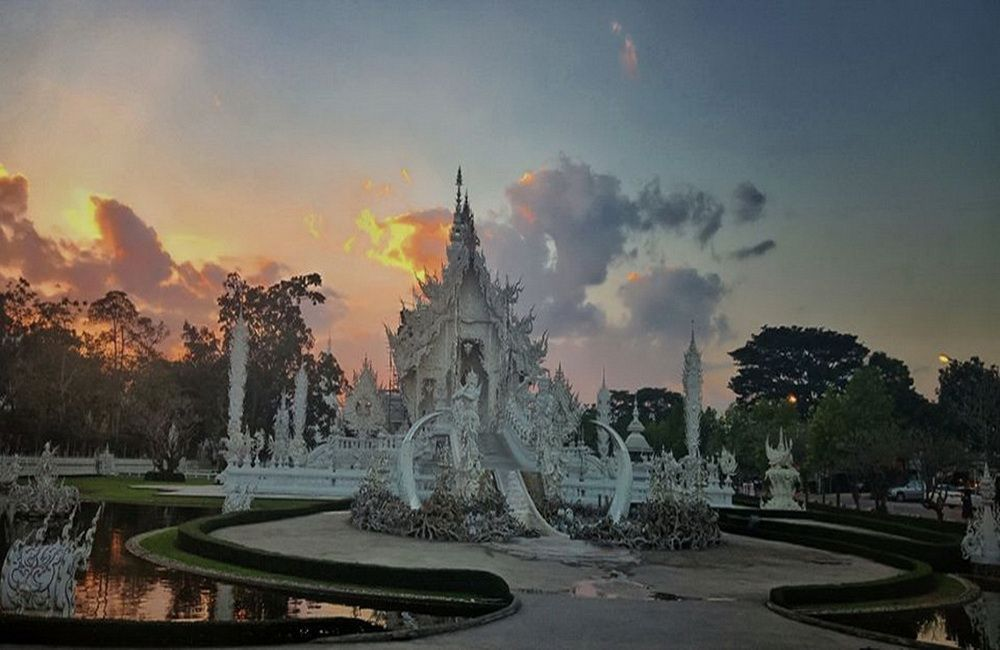 Vanilla sunset sky at White Temple