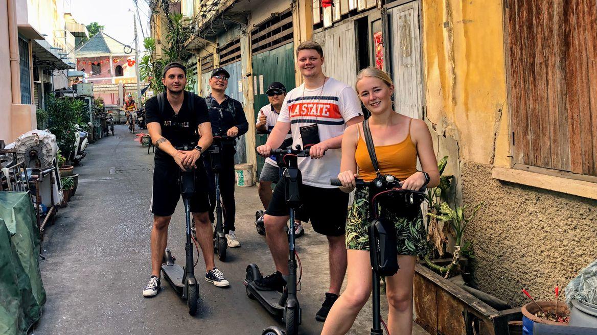 Explore Bangkok with friends