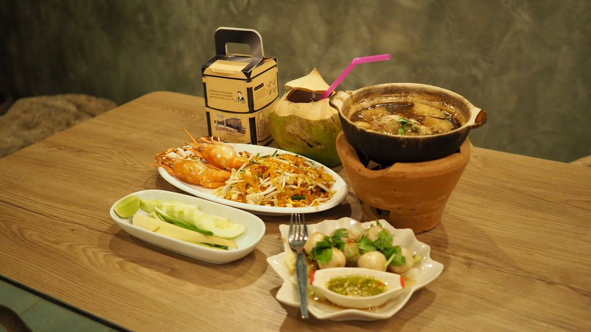 Premium set : Choose in premium menu -- 2 Main dish+1 Appetizer+1 Drink set+ Free Pad Thai instant noodle.