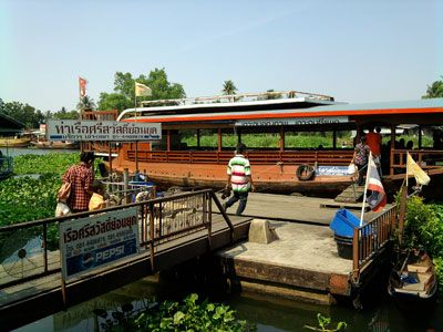 Enjoy sightseeing the living by the river and temples.