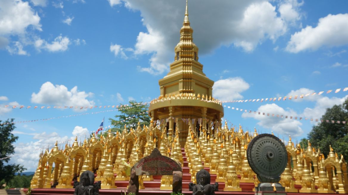 500 golden pagodas in Saraburi