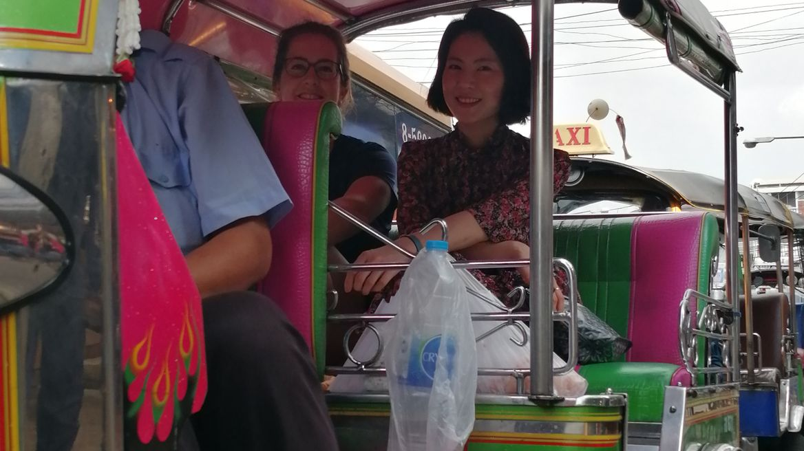 Take a tuk tuk from fresh market to local chef home
