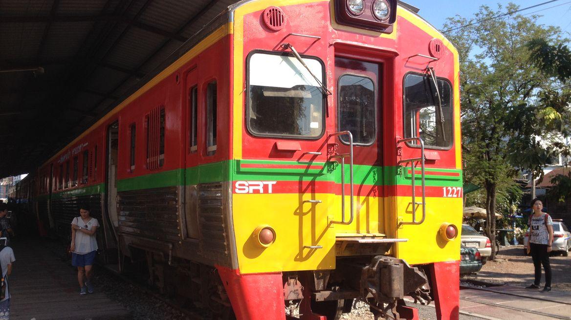 A train for Ta Chalom - Maeklong line