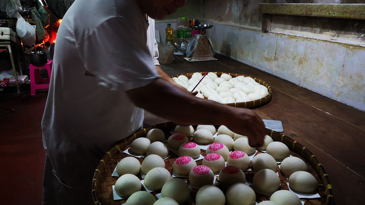 Gu Long Boa , Chinese bun baker