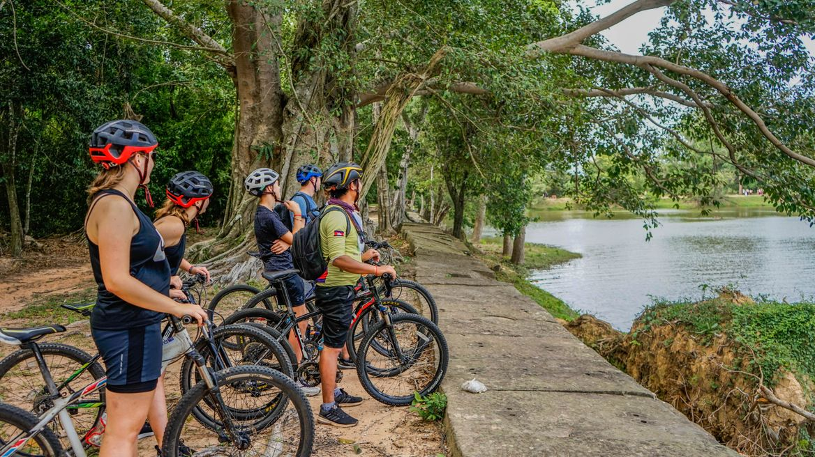Cycling off-road around the Angkor temples