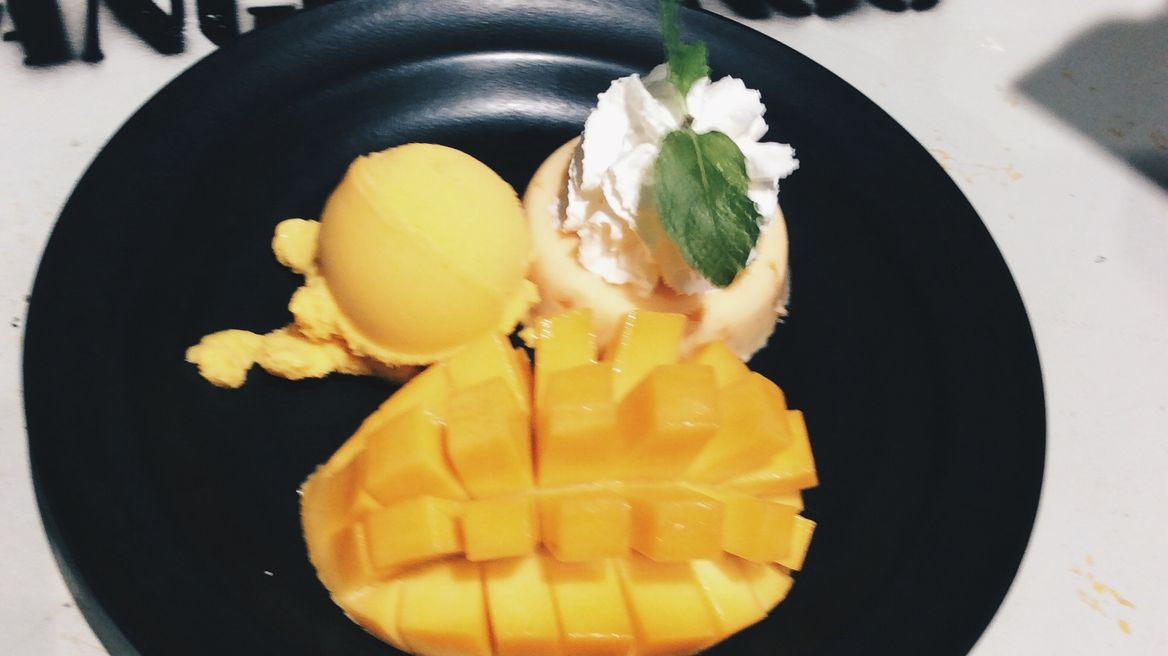 MANGO TANGO is one of famous cafe around Siam station.