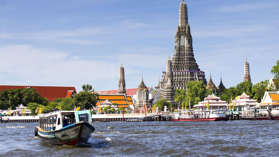 Wat Arun by the riverside