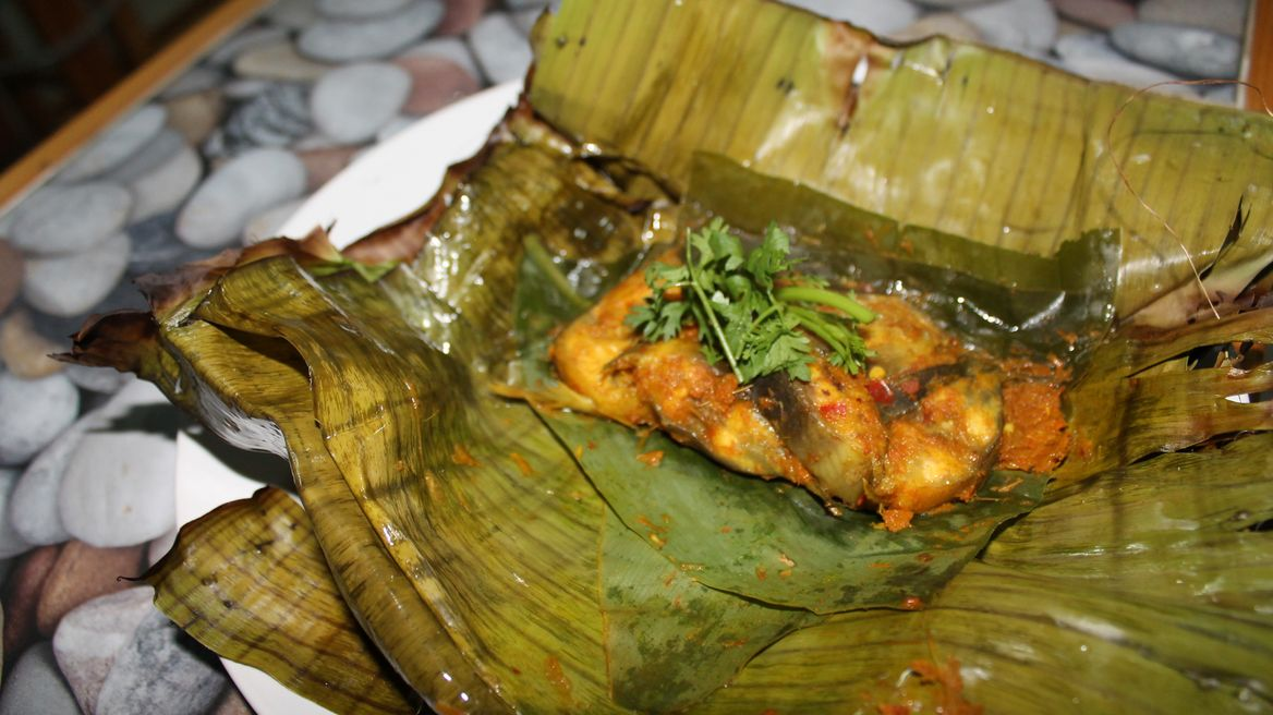 Abb Pa (Grill Fish in Banana leaf)