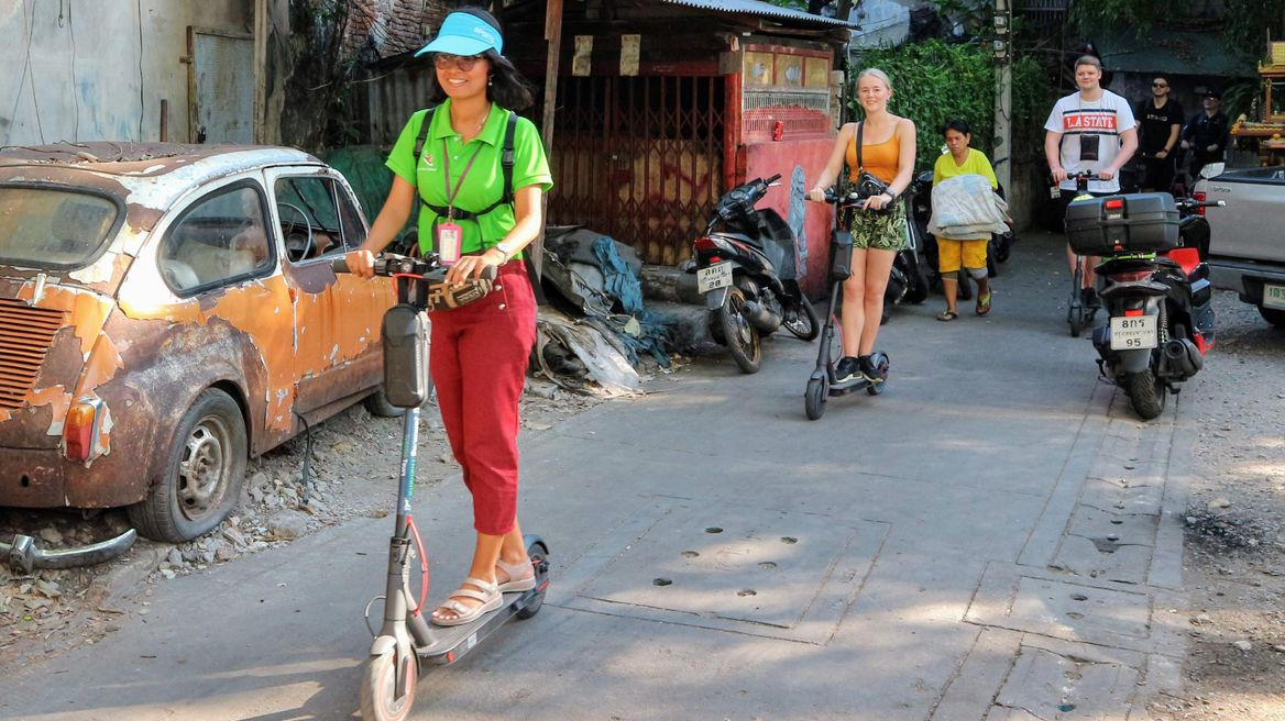 Scoot around the back streets of Bangkok