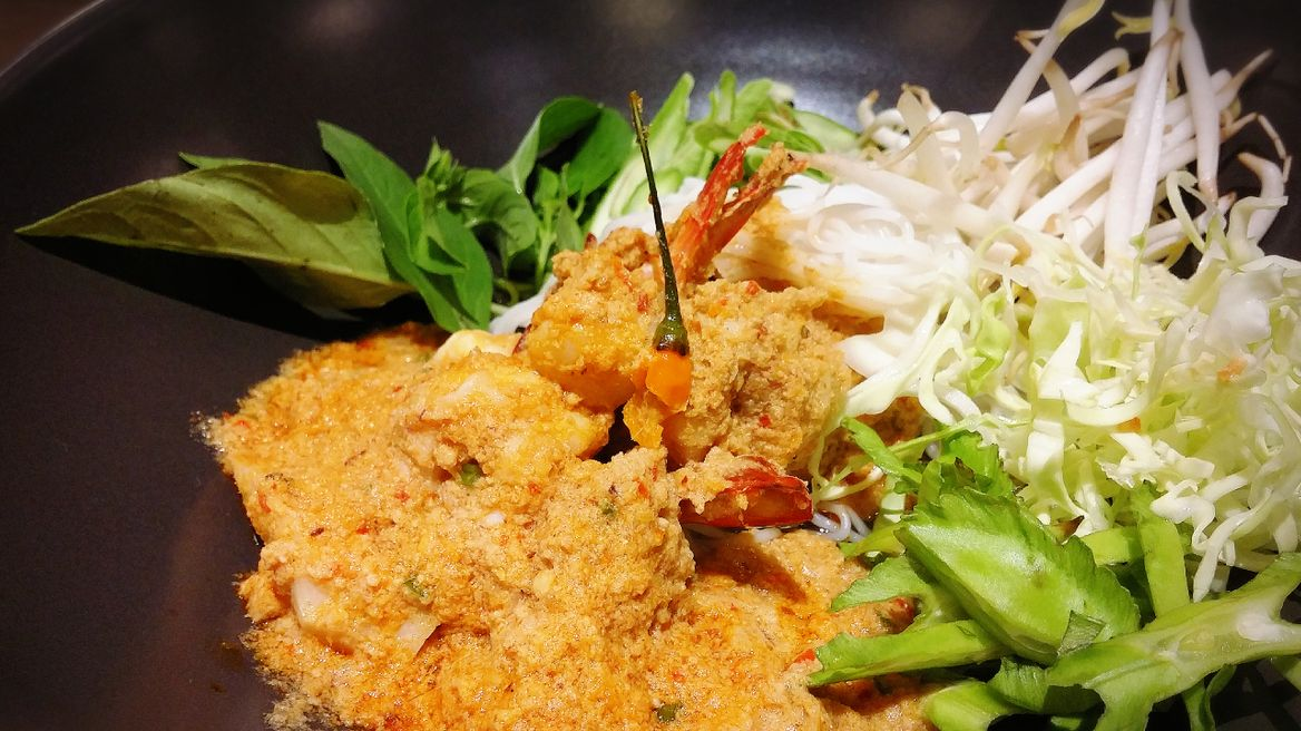 Thai rice noodle in curry.