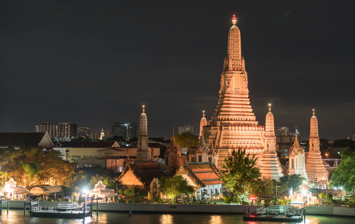 Sunset river view by Wat Arun