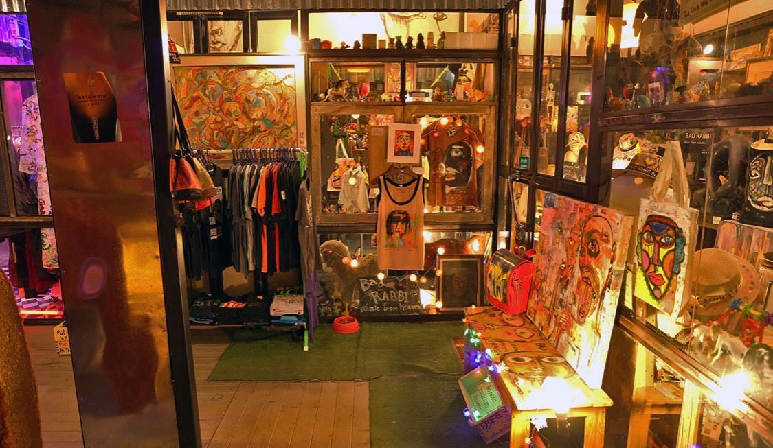 Enjoy variety of Thai products and souvenirs