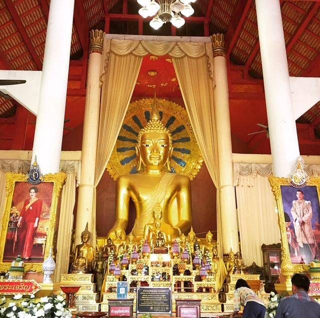 Wat Phra Singh; Buddha statue in Viharn Luang.