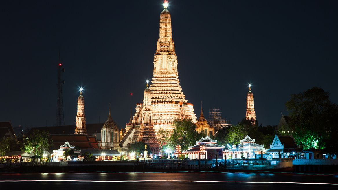 Wat Arun (Temple of Dawn) at night
