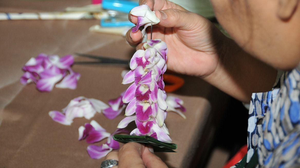 Making Thai style flower garland