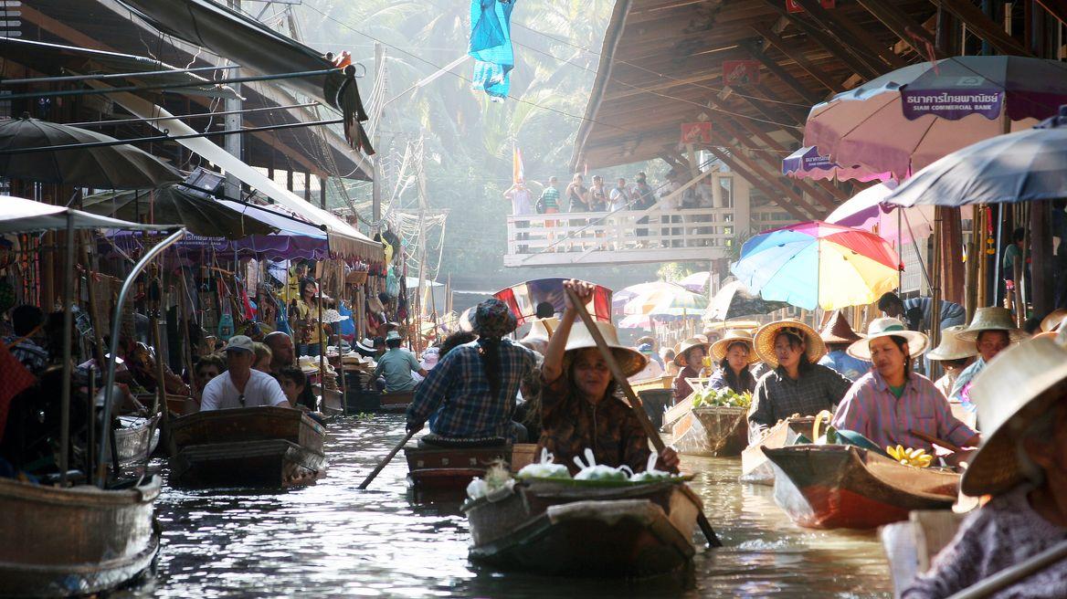 Damneon saduak market