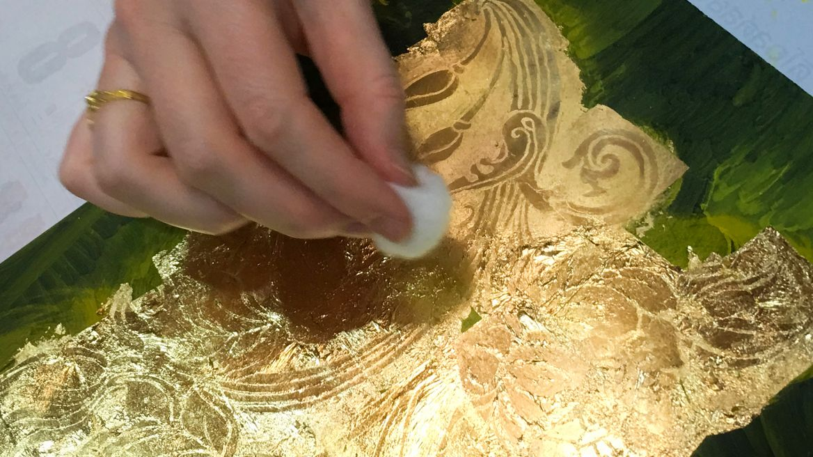 Experience the ancient lacquer gilding