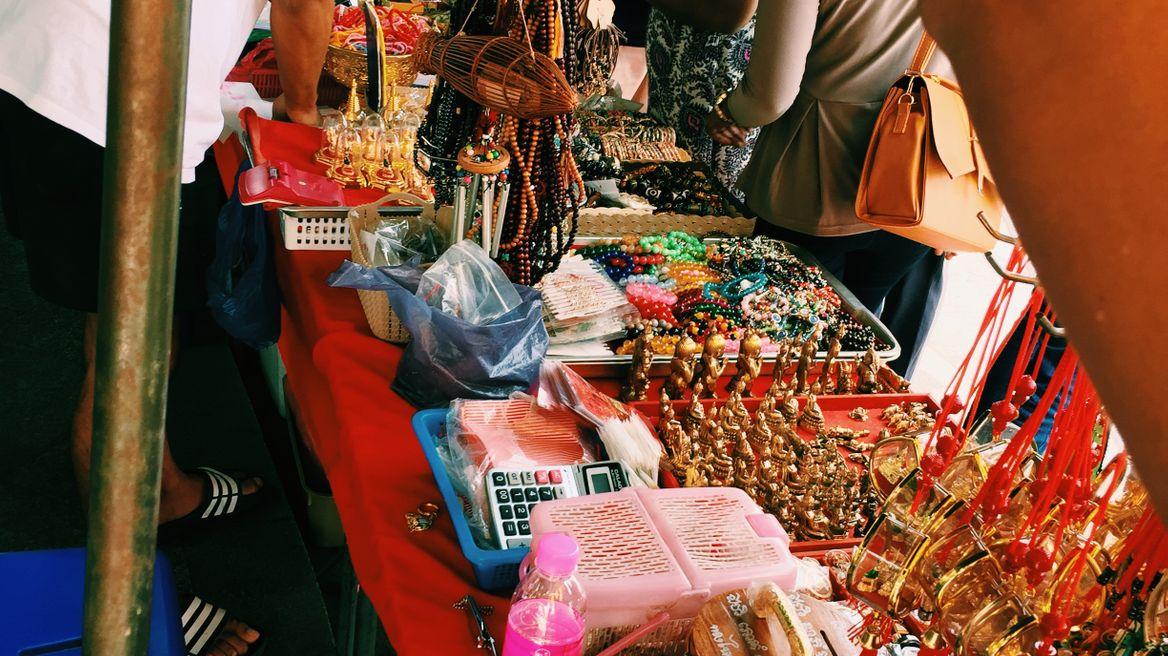 Souvenirs at Wat Traimitr Withayaram