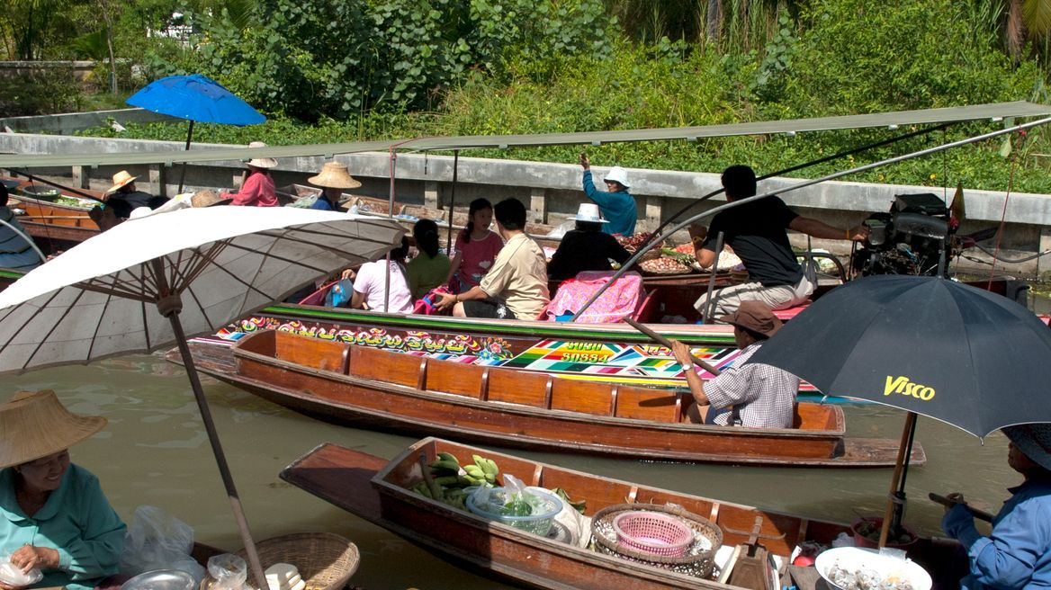 Enjoy the floating market vibe!