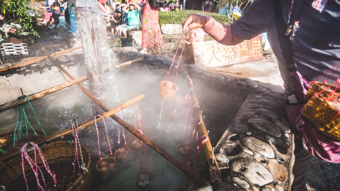Let's try boil eggs at the Hot Spring