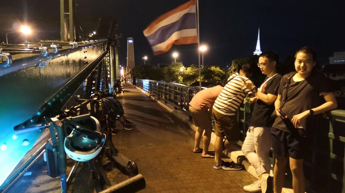 กินลมชมวิวบนสะพานพุทธ
