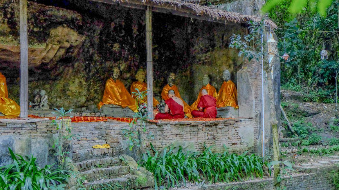 Pray conner at At hidden temple Wat palad