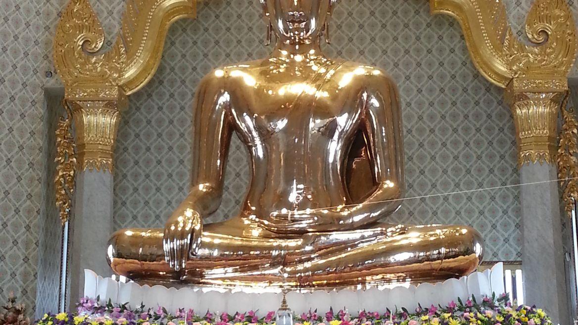 Golden statue of Buddha, Wat Trimitr
