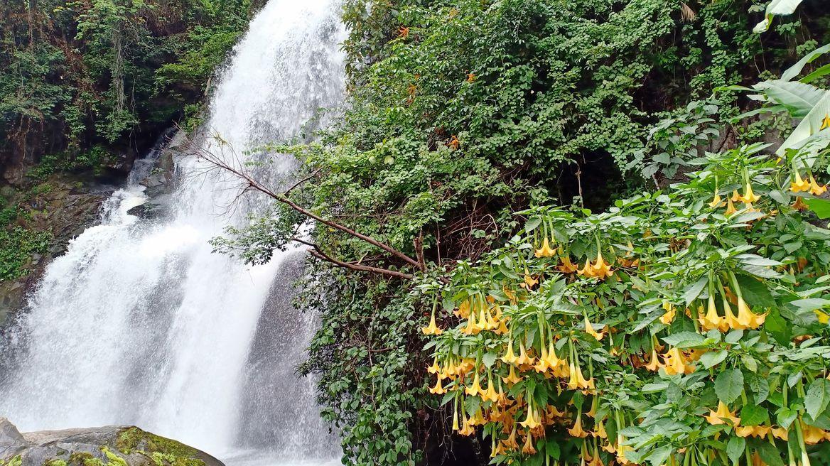 Phadoksiew waterfall