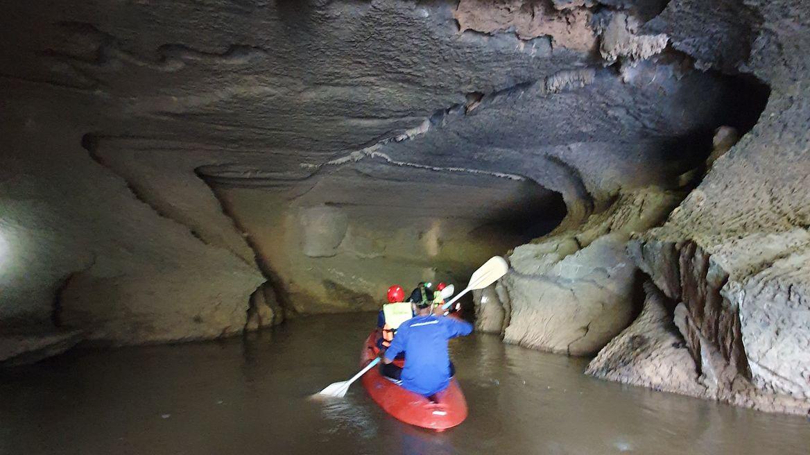 ล่องเรือคายัคชมหินงอกหินย้อย และซากฟอสซิลในถ้ำเล สเตโกดอน