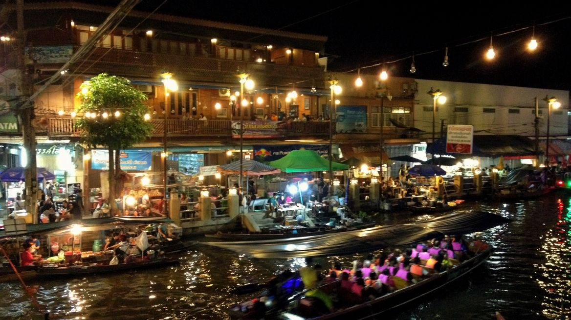 The evening time at Amphawa market
