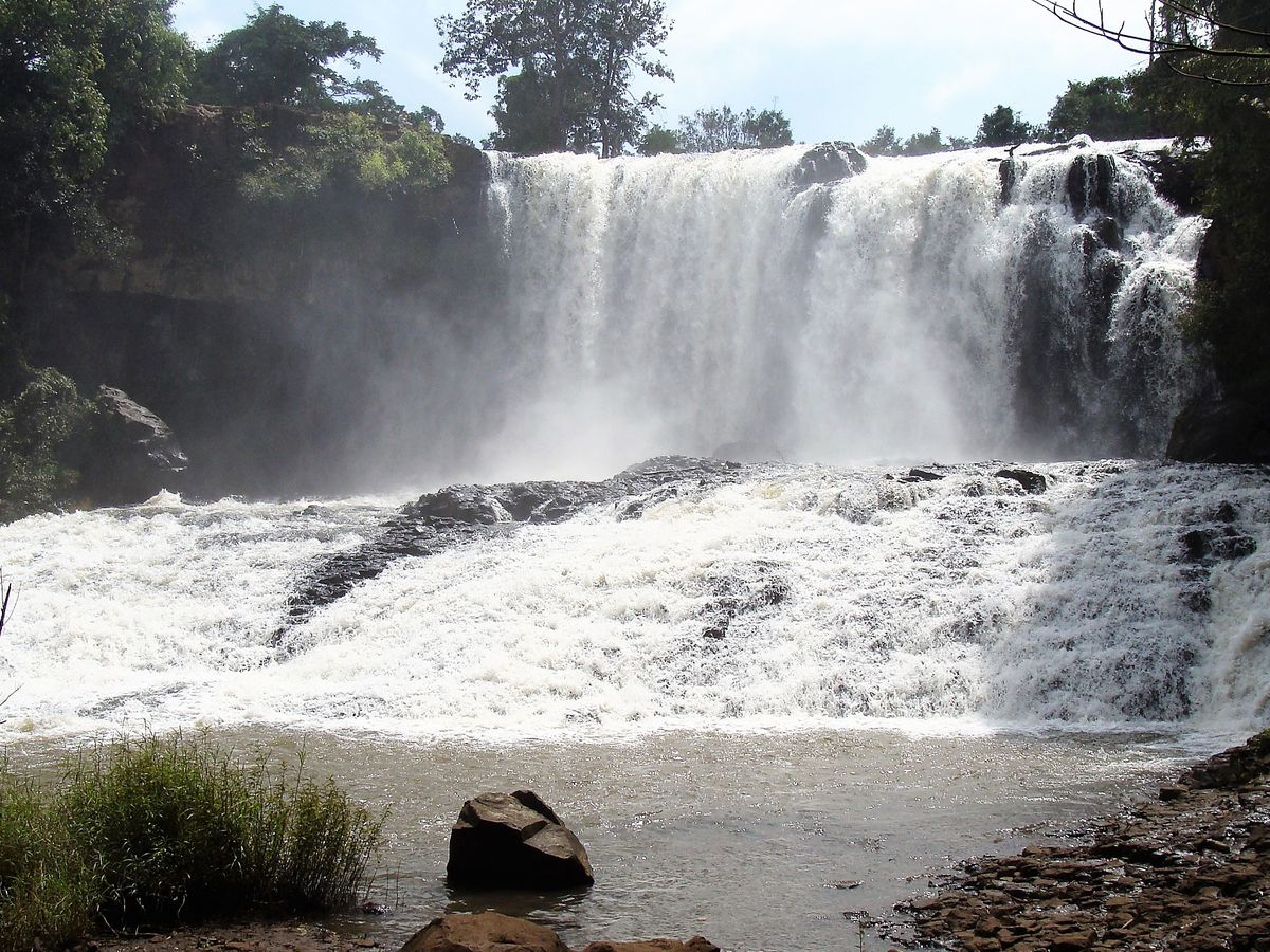 bousra waterfall mondulkiri cambodia