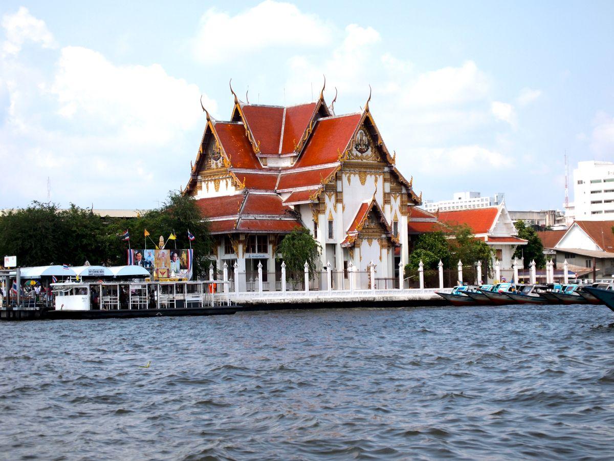 wat kalayanamit bangkok thailand