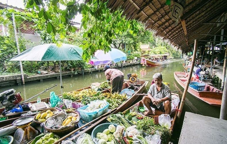 Khlong Lat Mayom Floating Market Tour: Food & Long-Tail Boat Ride