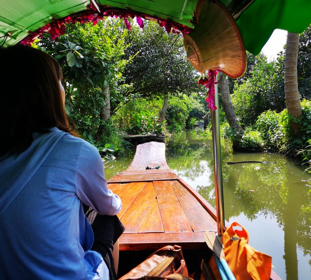 A Getaway Trip to Khlong Lat Mayom Floating Market