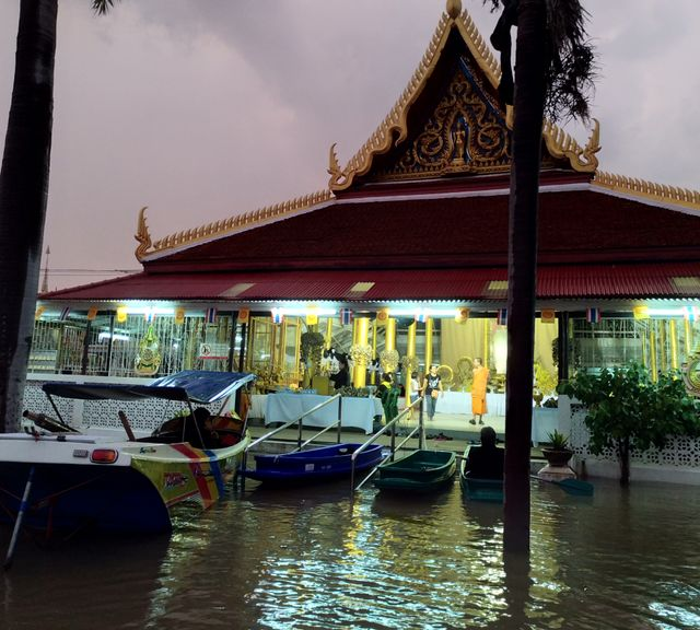 Explore the River by Boat to Ayutthaya