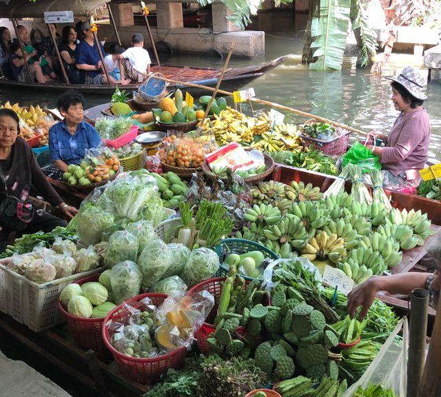 Get Enchanted at Khlong Lat Mayom Floating Market