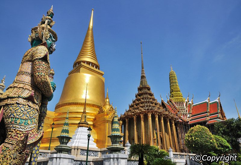 Explore Bangkok Old Town: 4 Temples & 3 Markets