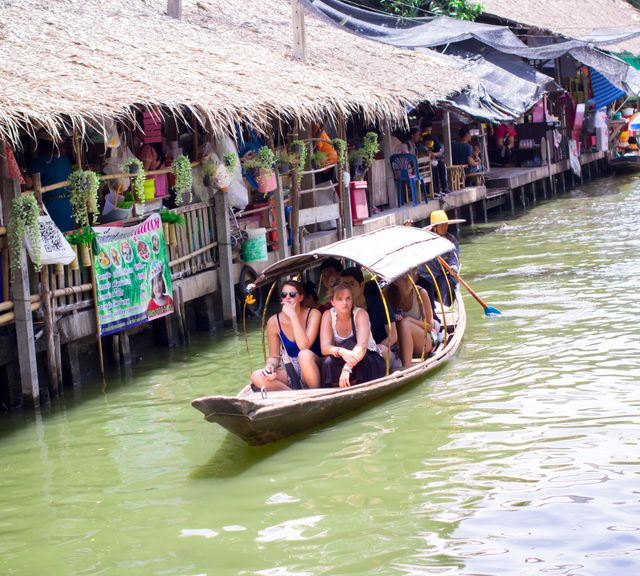 Khlong Lat Mayom Floating Market Tour