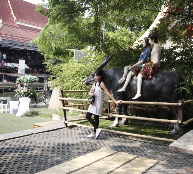 Visit a vintage market of a famous novel known as 'Thai Romeo & Juliet'
